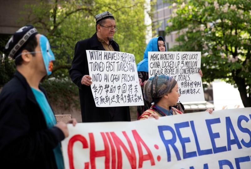 中國對新疆維吾爾族大規模的壓迫與監控,甚至以「再教育營」監禁維族。中國國務院在今日發布一份白皮書,重申新疆自古是「中國領土不可分割的一部分」。(路透)