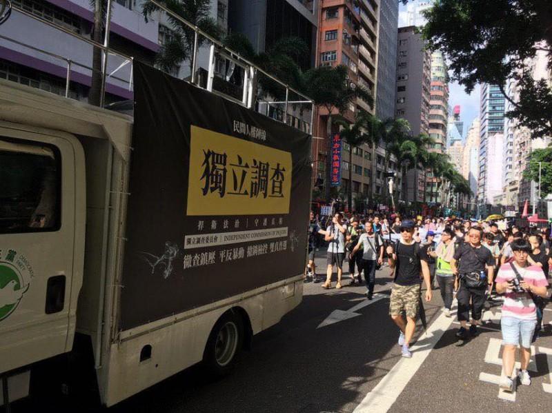大批市民在路線沿線加入遊行。(圖擷取自TG_反送中已核實資訊頻道)