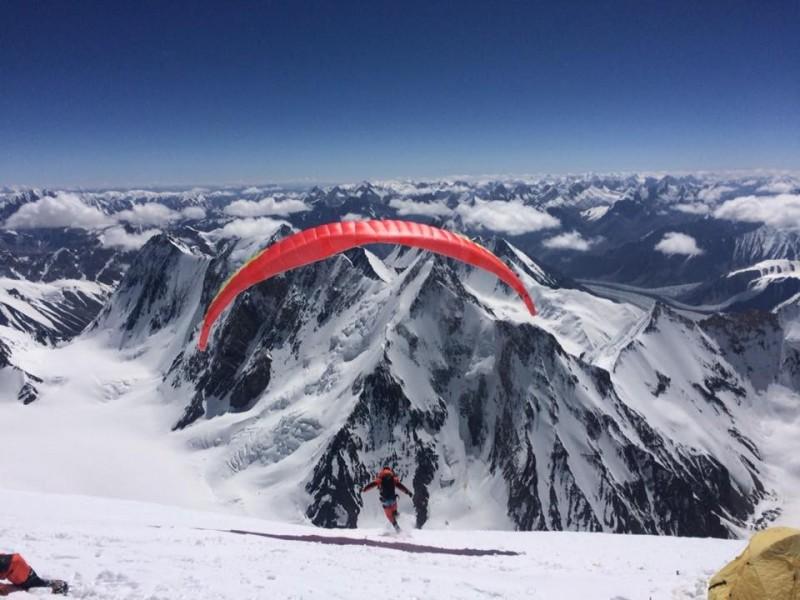 儘管距8611公尺的K2山頂僅一步之遙,但由於安全考量,呂忠翰、張元植最後遺憾在8200公尺處折返。(圖擷自呂忠翰臉書「呂果果」)
