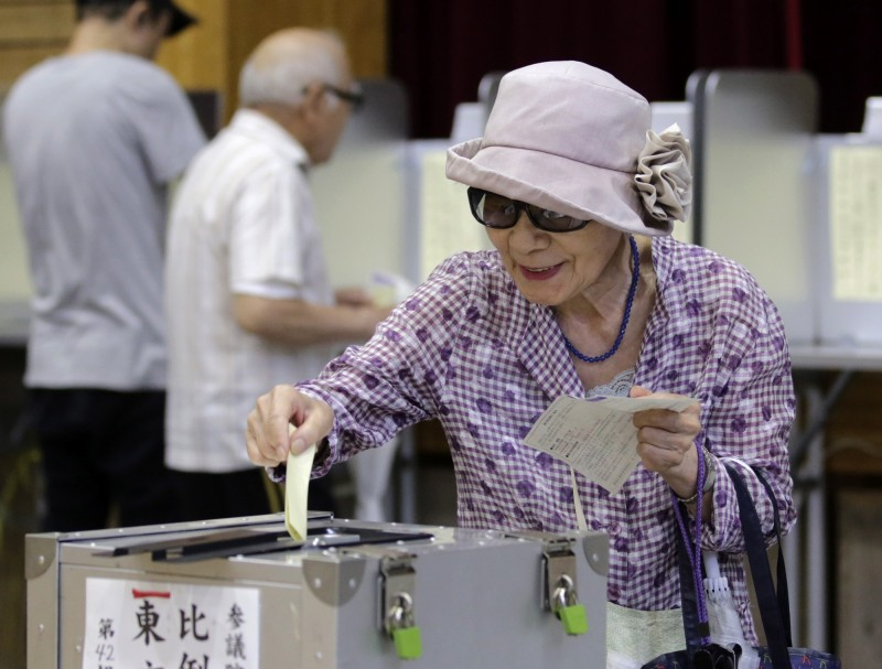 日本參議院選舉21日自當地時間上午7時開始,晚間8時結束。(歐新社)