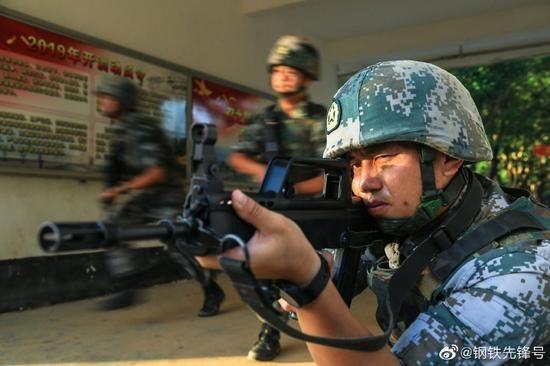中國解放軍發佈日前在廣東湛江進行反恐演習的照片。(微博截圖)