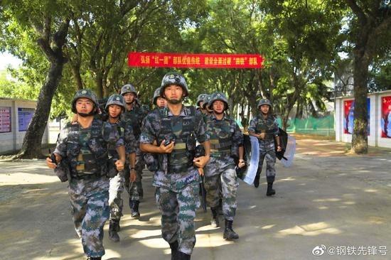 參與湛江反恐演習的解放軍。(微博截圖)