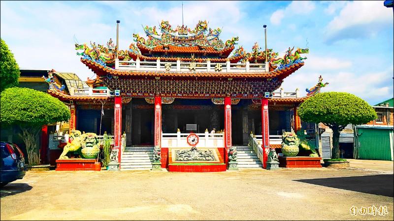 主神為吳府千歲的北興宮為兩樓層廟宇,外觀相當宏偉。 (記者楊心慧攝)