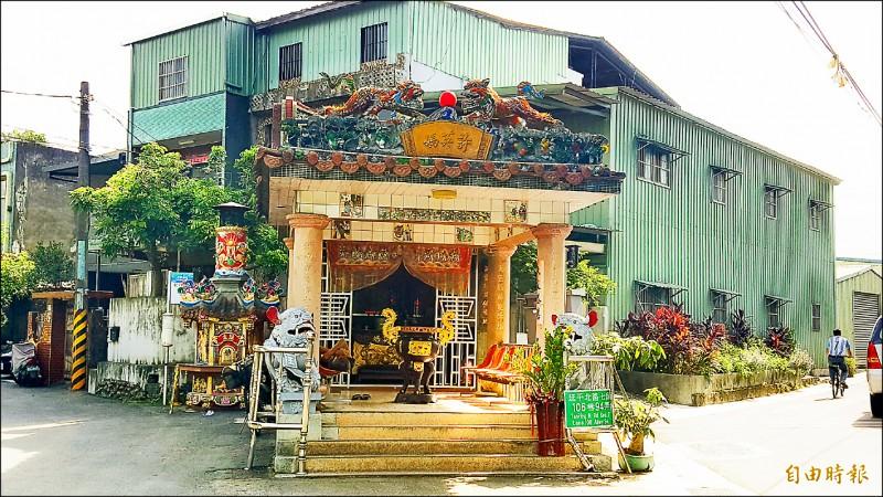 許英媽廟已有百年歷史,為當地重要信仰,也是社子島內少數有金身的陰廟。(記者楊心慧攝)