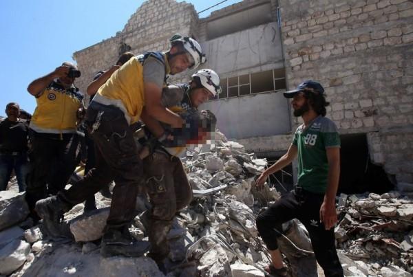 俄羅斯今(22)日對敘利亞發動空襲,造成19人死亡、45人受傷,死傷人數還有可能再上升。(法新社)