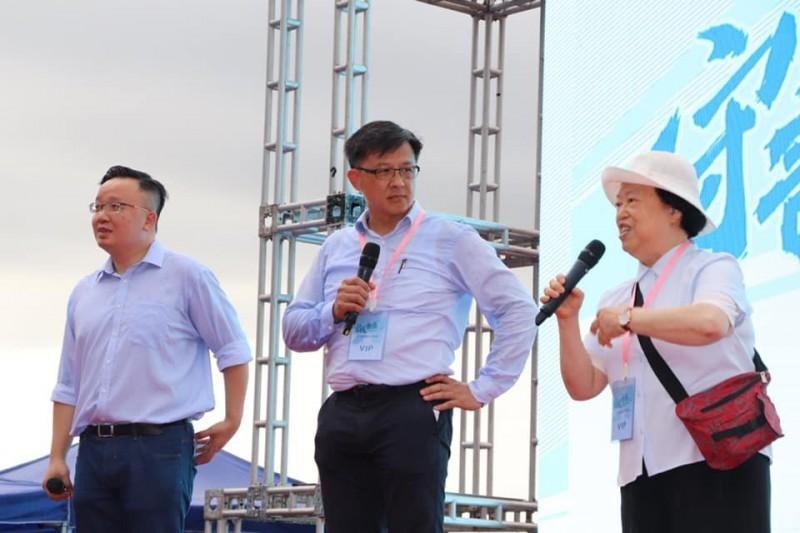 何君堯(中)20日出席建制派所舉行的「守護香港」集會。(圖擷取自臉書_何君堯)