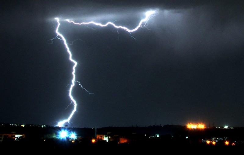 閃電在印度非常普遍,尤其是6至10月的雨季,每年被雷劈中而死的人數超過2500人。(歐新社)