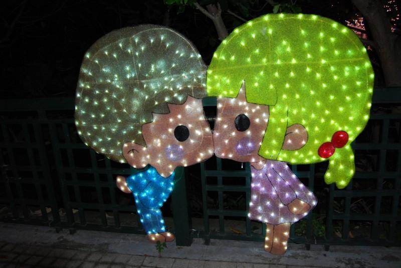 小王子找到玻璃鞋的主人,童趣帶出浪漫。(圖市公所提供)