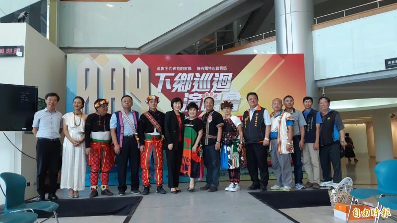 台東文化處今天邀舉辦089演唱會的5個鄉到藝文中心介紹各自活動特色。 (記者黃明堂攝)
