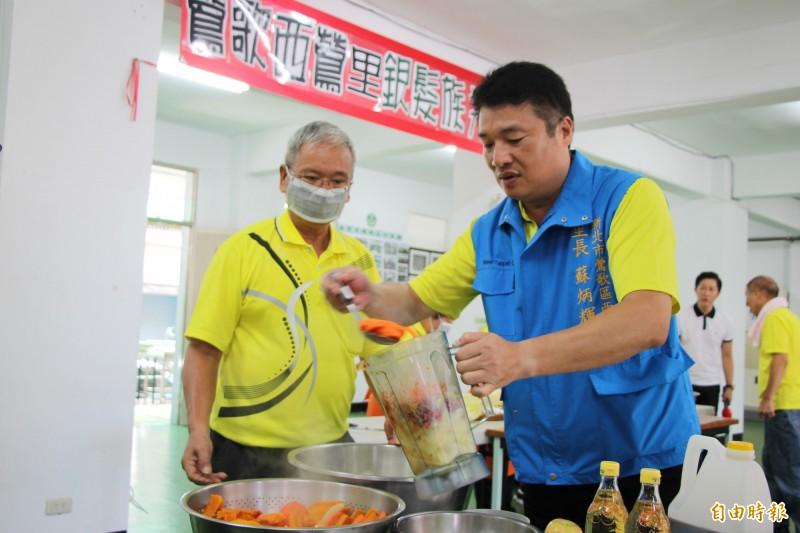 里長自製黃金泡菜 收入回饋老人共餐、急難救助
