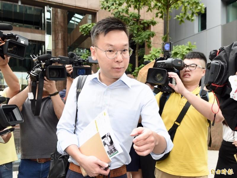 民進黨副秘書長林飛帆今日接受鄭弘儀廣播節目訪問表示,對於中國時報以大篇幅新聞攻擊他,,其實沒有太多感受。(記者羅沛德攝)