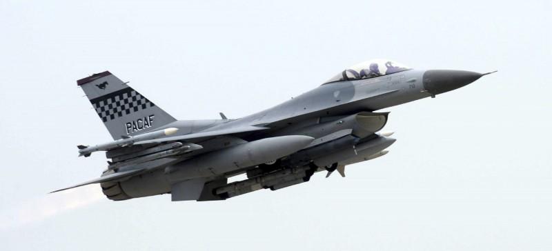 KF-16為韓國生產的F-16,是目前韓國空軍主力戰機之一,接獲有外國軍機入侵領空後,KF-16緊急升空開火。(美聯社)