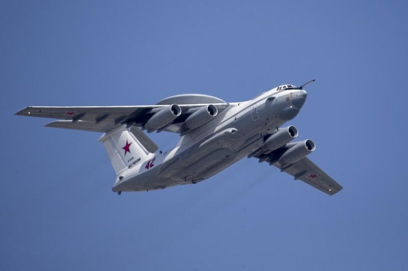 俄國A-50戰機兩度闖入韓國領空,迫使韓國緊急派出F-16戰機應對,射擊數百發子彈警告。圖為俄國A-50戰機。(美聯社)