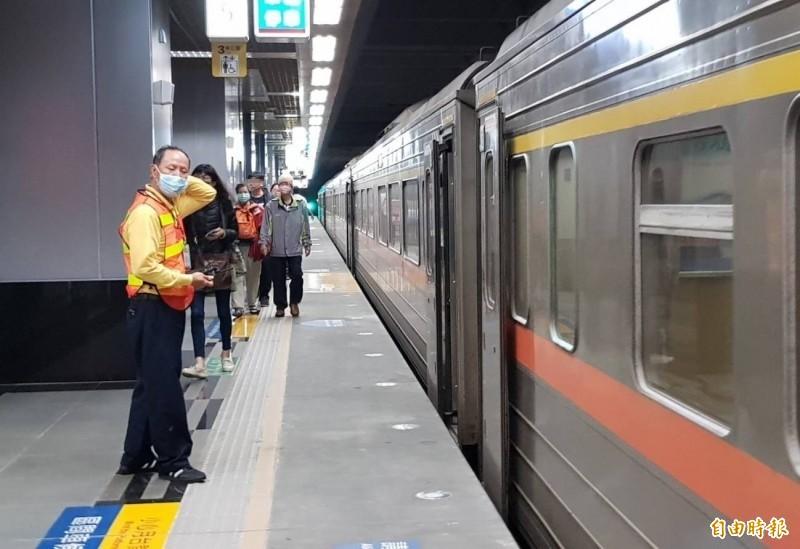 台鐵產工質疑台鐵自刪6項高雄鐵路地下化廢氣採樣,台鐵局回應,絕無此事。(資料照)