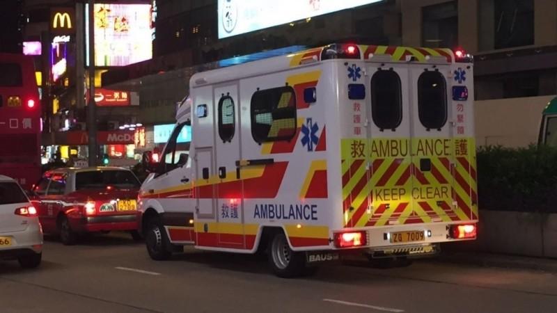 中國解放軍香港駐軍承認,車牌號碼「ZG」開頭的救護車就是軍方車輛。(圖擷取自hkitalk)