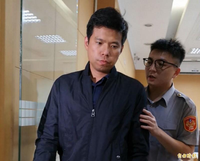 國安局少校吳宗憲(左)以被羈押禁見。(資料照)