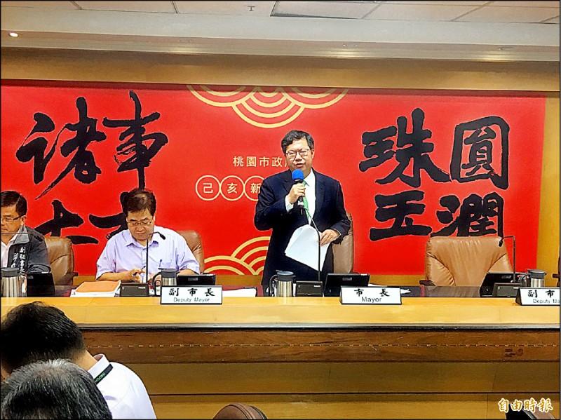 桃園市長鄭文燦要求地政局針對航空城協議價購擬定完善說帖。(記者謝武雄攝)