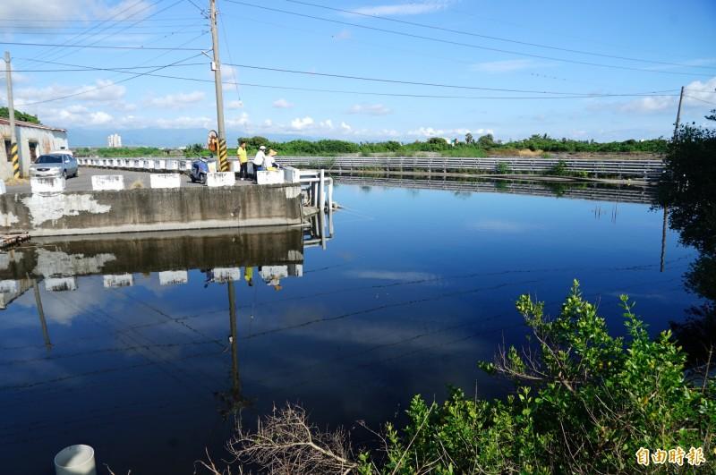南埔埤與林邊大排交匯處預計拓寬為36公尺。(記者陳彥廷攝)