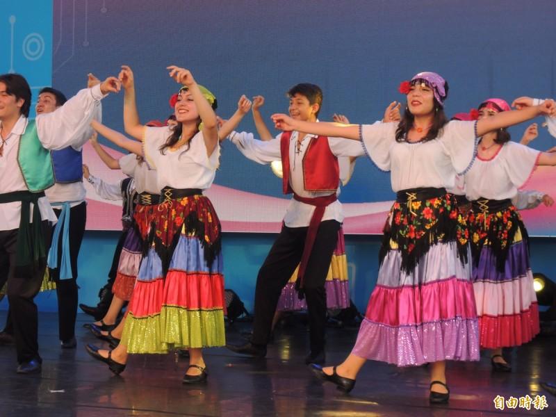 童玩節外國民俗舞蹈表演,是活動一大亮點。(記者江志雄攝)
