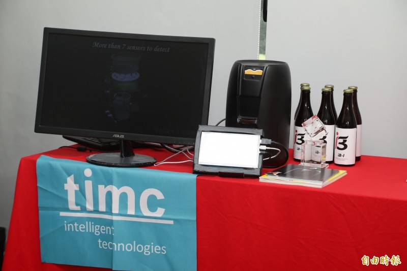 台灣智能的新創產品為智能化精釀啤酒配方系統。(記者蔡彰盛攝)