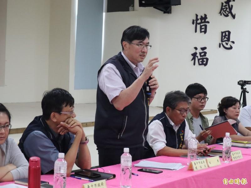 東豐快速道路二階環評說明會豐原場,由建設局副局長顏煥義主持。(記者歐素美攝)