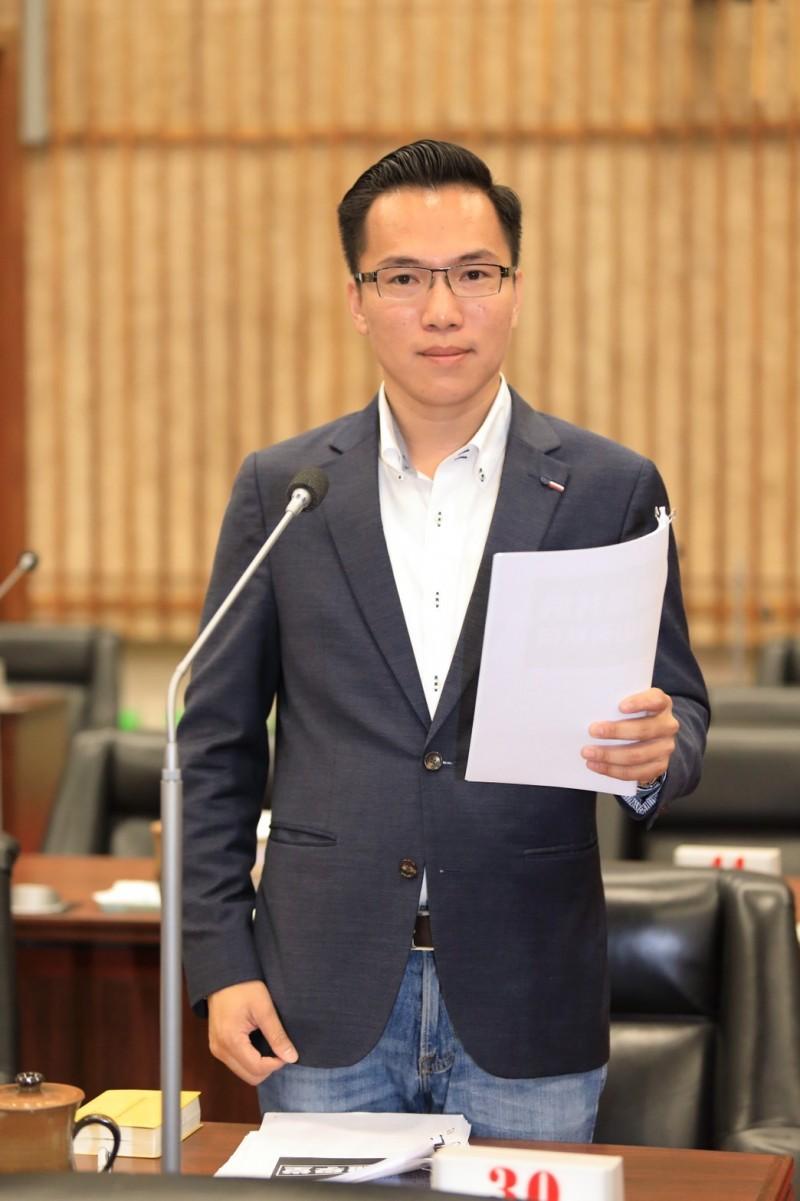 韓國瑜抨擊蔡英文,高市議員林智鴻反批無治市能力,妄想治理國家。 (記者陳文嬋翻攝)