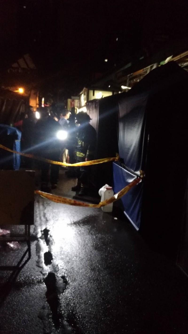 瑞豐夜市遭埃及男縱火,所幸無人受傷。(記者洪定宏翻攝)