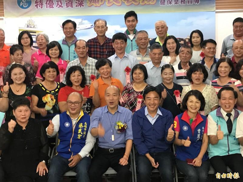 韓國瑜今天參加績優、資深鄰長表揚大會。(記者洪臣宏攝)
