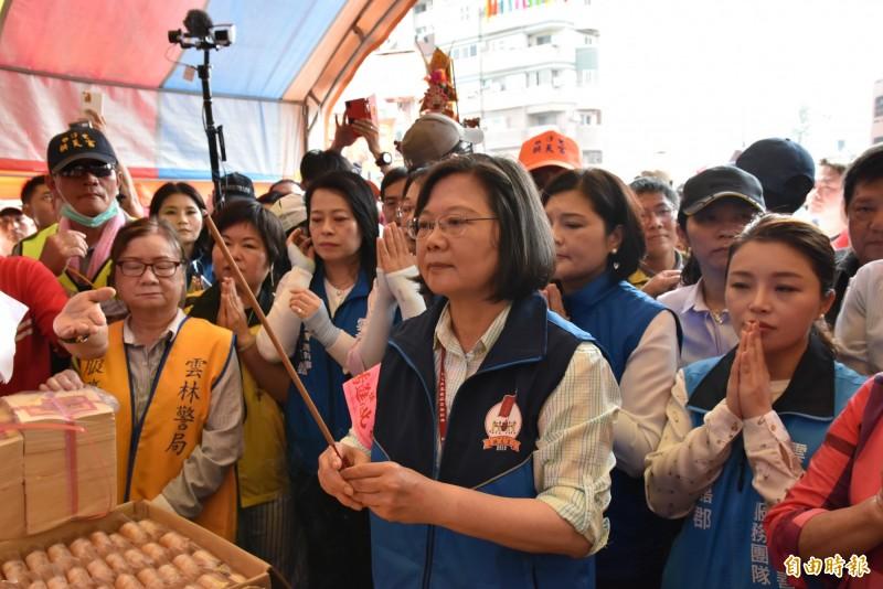 蔡英文總統今年4月間也曾到雲林參加白沙屯媽祖遶境。(記者黃淑莉攝)