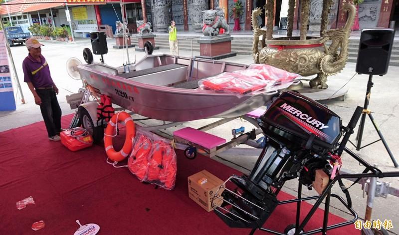 南市第一艘地方救災使用的水陸兩用救災船。(記者楊金城攝)