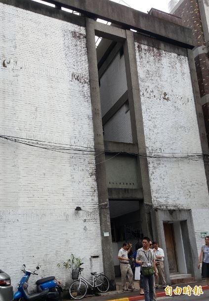 虹廬在1965年完工,外觀為白色,特色是外觀立面和天井。(記者楊心慧攝)