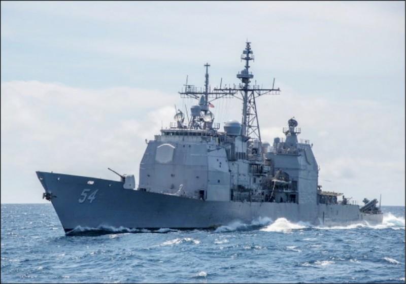 美國軍艦暌違二個月後,再度現身台灣海峽。圖為提康德羅加級飛彈巡洋艦「安提坦號」(USS Antietam USS CG 54)去年10月通過台灣海峽。(美聯社檔案照)