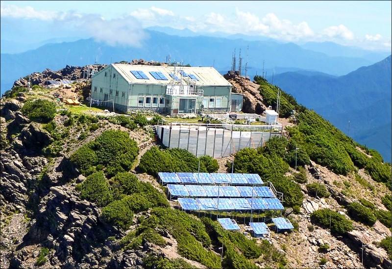 位在玉山北峰的玉山氣象站,設置了全台最高基地台。(取自氣象局網站)