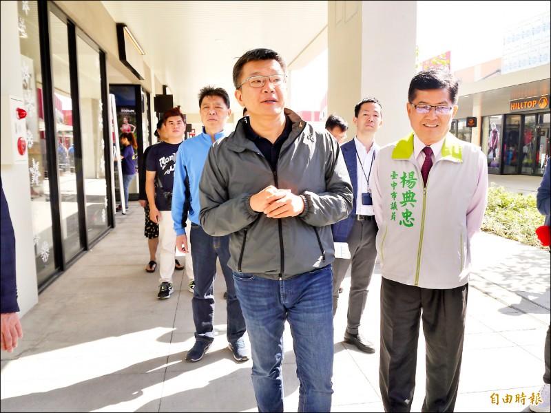 國民黨徵召張顯耀空降台中第一選區參選立委,當地民眾仍看好立院副院長蔡其昌(左)可望順利連任。(記者張軒哲攝)