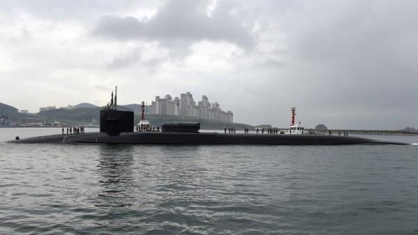 北韓試射飛彈當日,美國海軍「奧克拉荷馬城號」核動力潛艇駛入南韓釜山港。圖為美國海軍「俄亥俄級」核子潛艇,與本新聞無關。(歐新社)