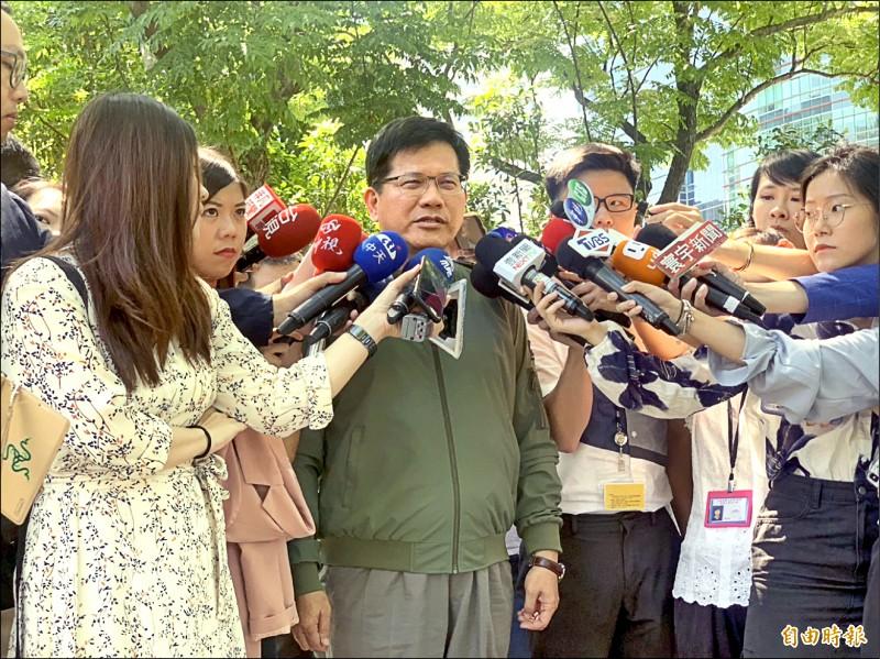 交通部長林佳龍昨表示,私菸案法律規定並不允許,就法律層面而言,「就是走私案」。(記者林菁樺攝)
