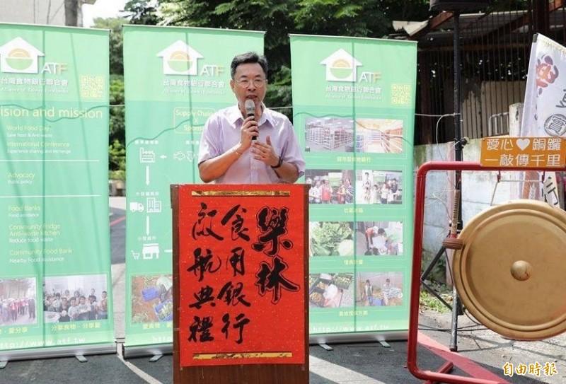 二林鎮長蔡詩傑致詞表示,二林這個城市有溫度,才能讓食物銀行順利成立。(記者陳冠備攝)