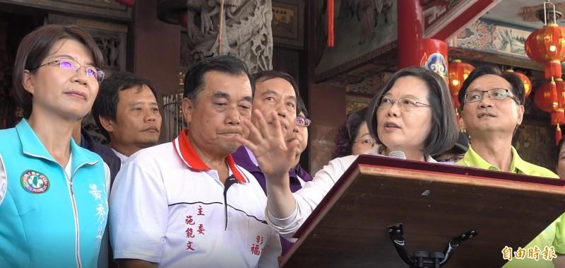 總統蔡英文到彰化福成宮參拜致詞。(記者劉曉欣攝)