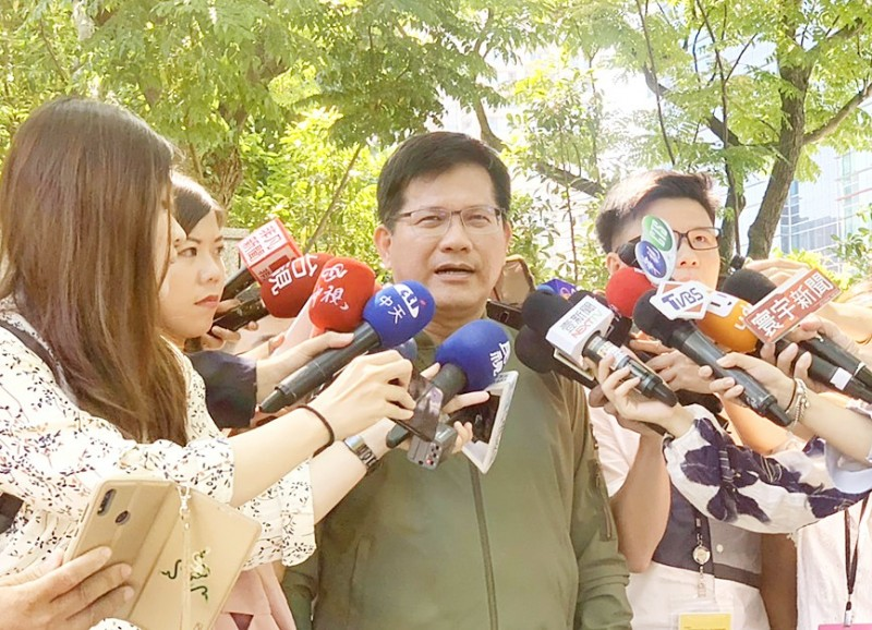 Minister of Transportation and Communications Lin Chia-lung talks to reporters in Taipei on Saturday about a cigarettes smuggling scandal.  Photo: CNA