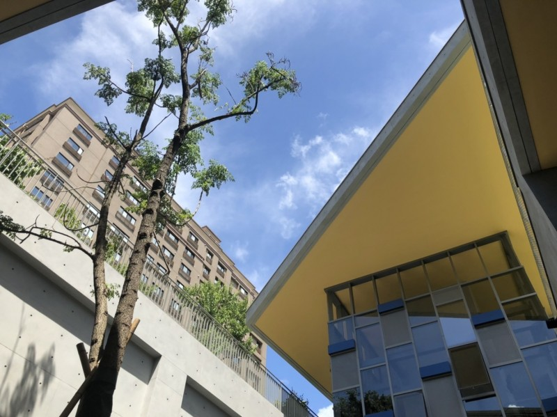 三重商工地下停車場以「省能源、省資源、低污染」綠建築設計概念為主軸,引入自然通風、採光及綠意。(圖由交通局提供)