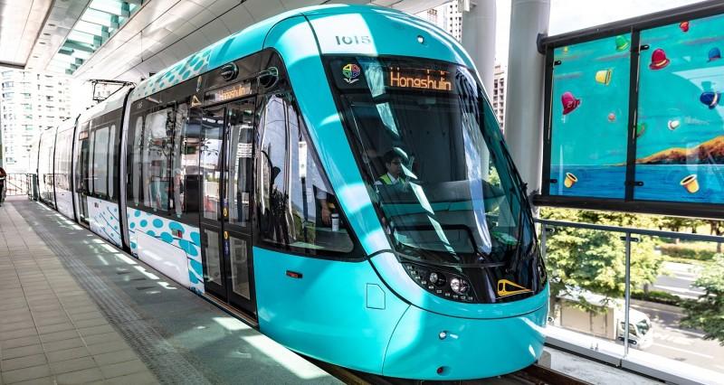 新北捷運公司研議9月起下班尖峰時段,淡海輕軌班距將由原本15分鐘縮短至12分鐘,提升通勤族搭乘意願。 (新北捷運公司提供)