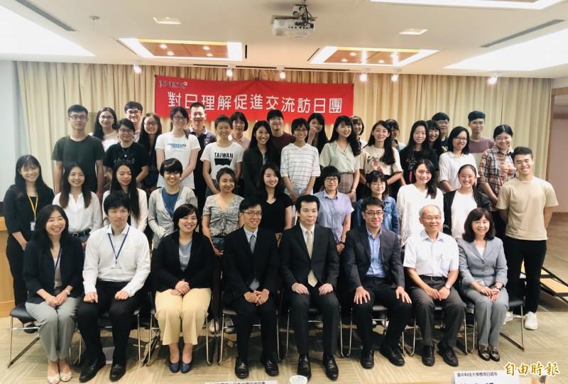 33名台灣學生應日本政府邀請,下週將赴日本愛媛縣與德島縣參訪,實地了解日本推動地方創生政策的情形。(記者呂伊萱攝)