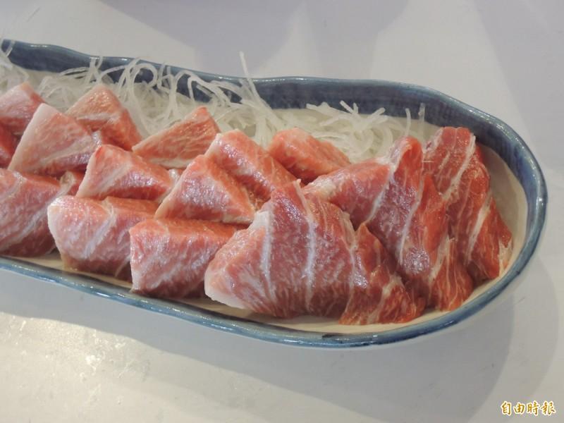 蘇澳地區的黑鮪料理,讓饕客趨之若鶩。(記者江志雄攝)