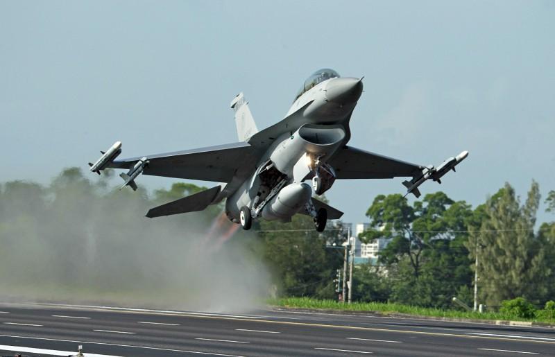 台灣空軍F-16戰機參與漢光演習。(美聯社檔案照)