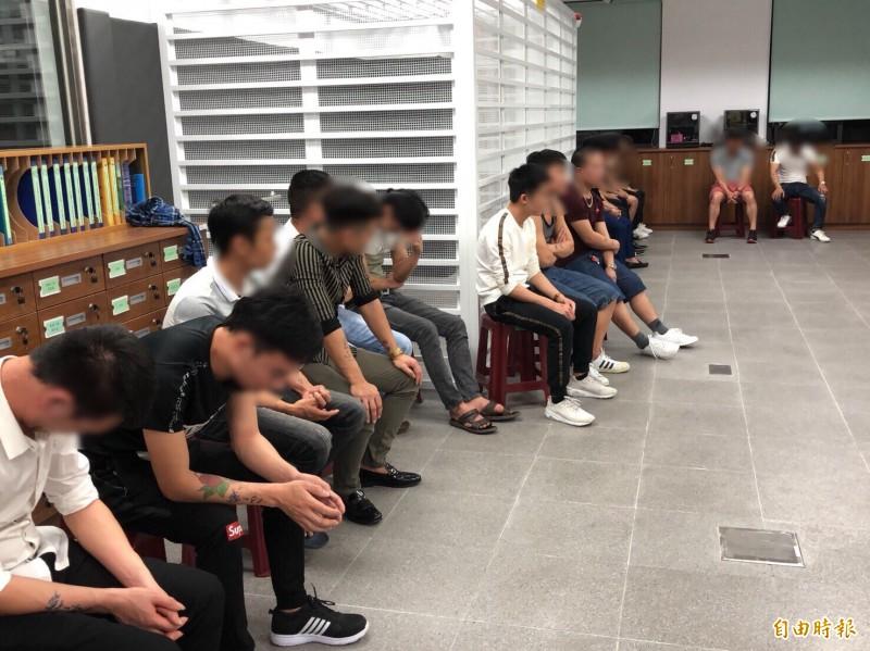 高檢署今日表示,在台灣涉及毒品案的外國人逐年增加,其中多為東亞南人士,最多的是泰國,共有1705人。圖為台南警方今年3月查獲的移工涉毒案。(資料照)