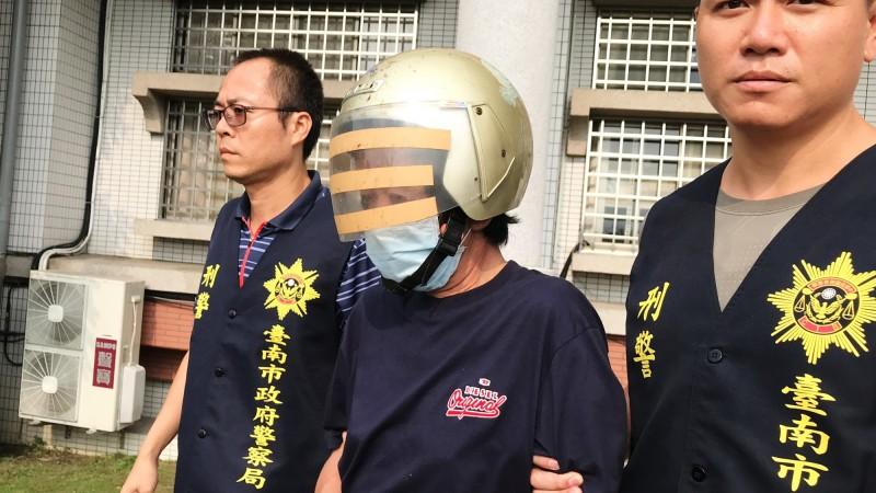 歸仁警分局偵訊後,依殺人罪將翁姓嫌犯移送,檢方聲請羈押。(記者吳俊鋒攝)