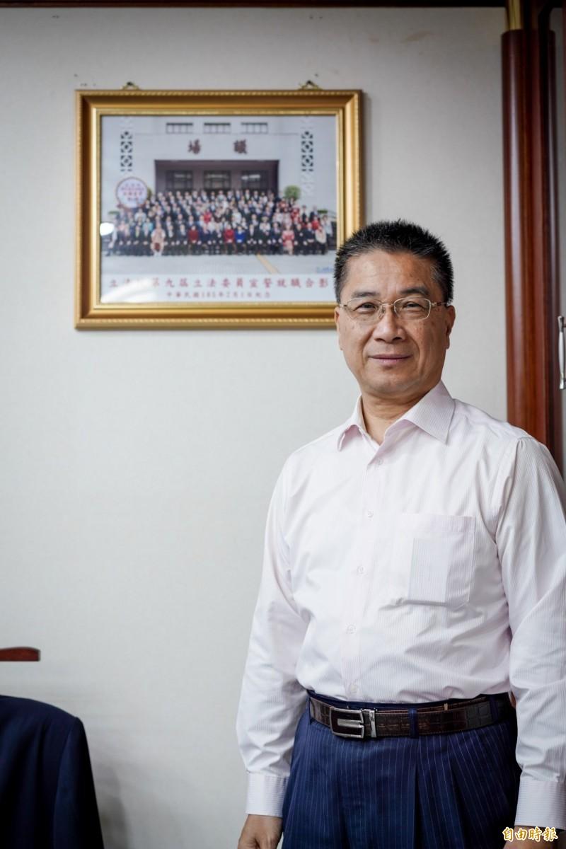 內政部長徐國勇認為,反送中事件顯示所謂的「一國兩制」根本是在騙人。(記者黃欣柏攝)