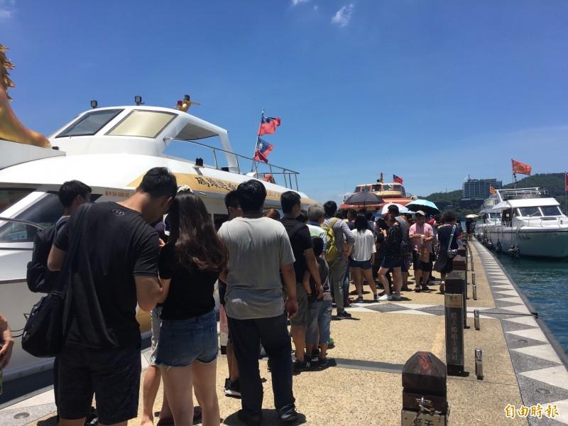 逢選舉年,今年市場傳出中國自8月1日起將暫停申請及核發台灣自由行通行證,目前已有5省市確定暫停核發,這也是中國首度針對自由行祭出限縮手段。(記者蕭玗欣攝)