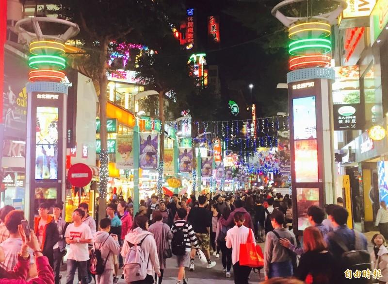 業界預估,8月至12月中客來台自由行恐縮減70萬人次,若按每人次來台平均消費4萬元,估下半年觀光產值恐損失200億元。(資料照)