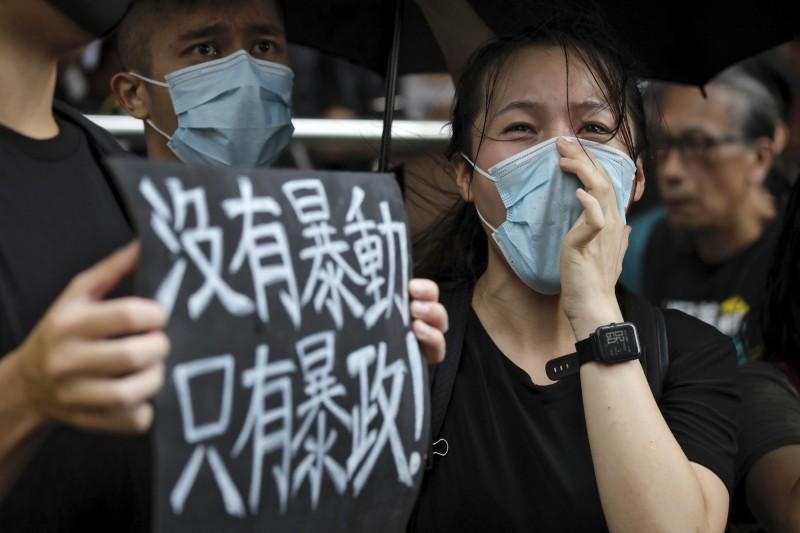 香港示威者從反對將香港嫌犯引渡到中國的「送中」議題,已經延伸到究責警方暴力以及選舉普選權。(美聯社)